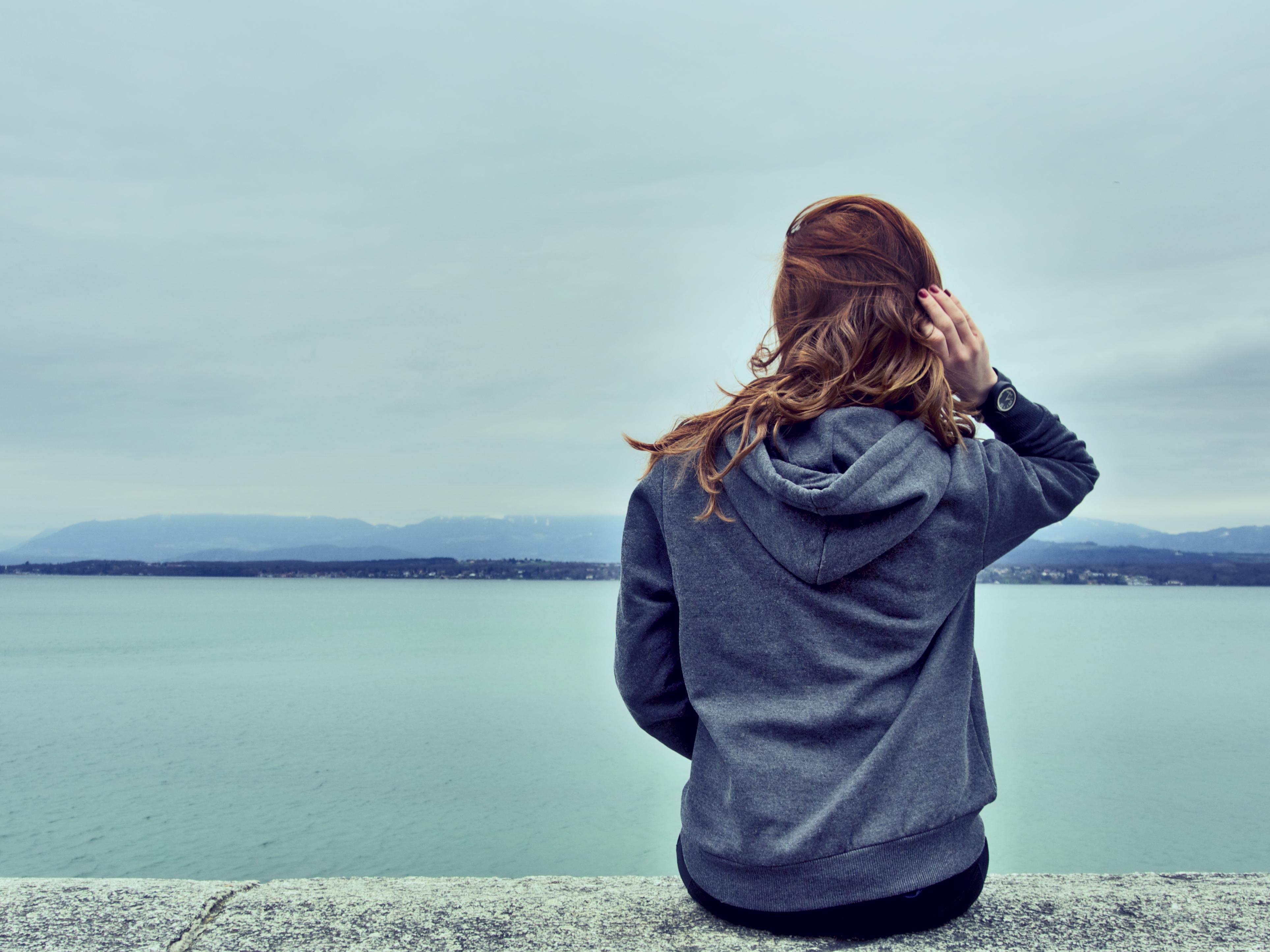 dziewczyna morze mysli