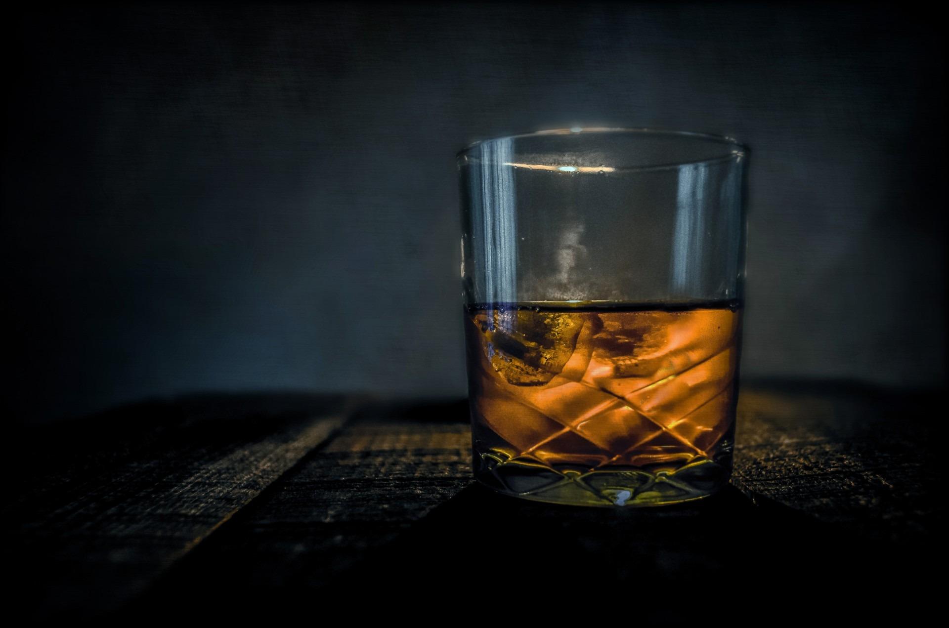 Whisky z lodem raz