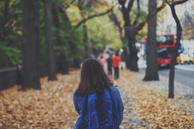 dziewczyna plecak szkoła