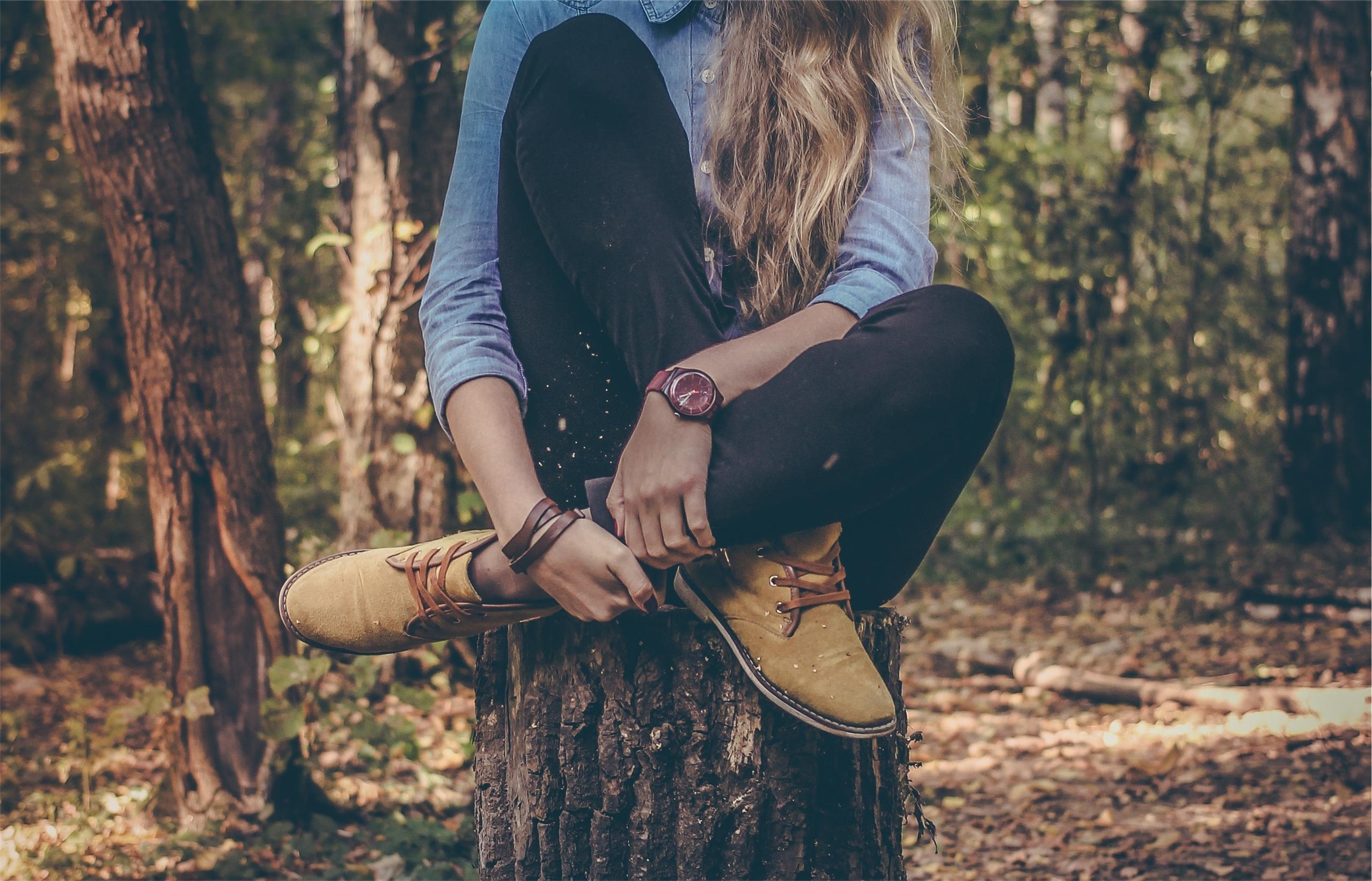 kobieta nogi góry las