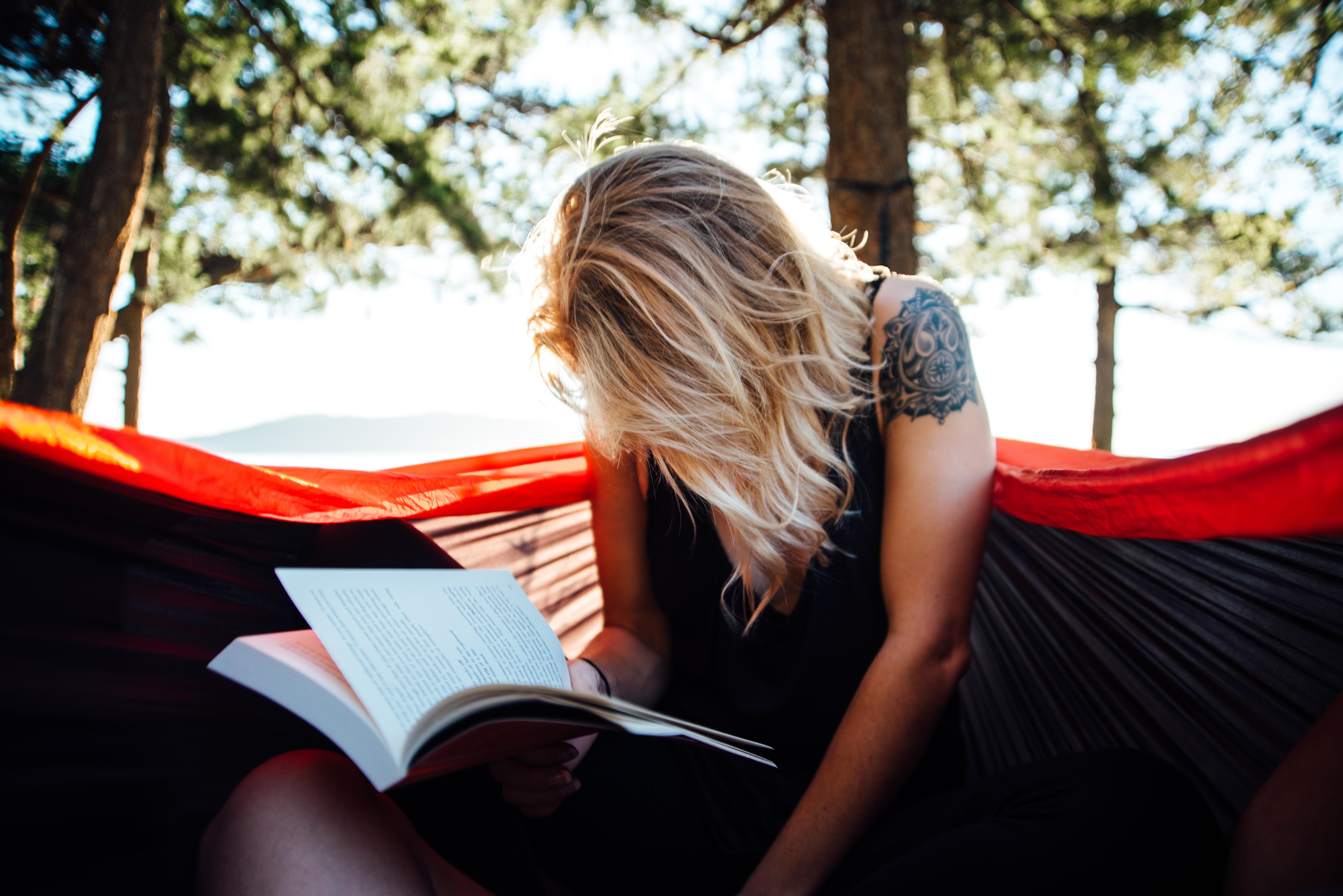 dziewczyna ksiazka czytanie